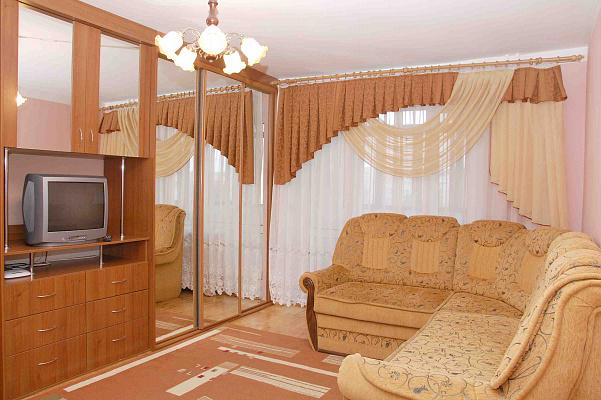 2-комнатная квартира посуточно в Луцке. ул. Соборности, 22. Фото 1