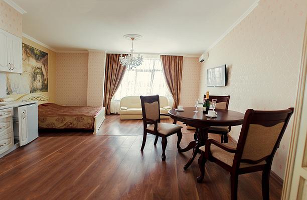 1-комнатная квартира посуточно в Одессе. Приморский район, ул. Генуэзская, 5. Фото 1