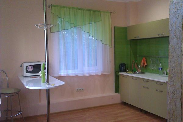 1-комнатная квартира посуточно в Симферополе. Киевский район, ул. Родионова, 7. Фото 1