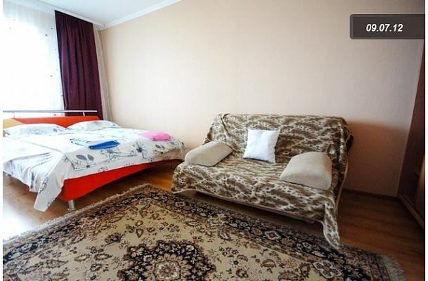 1-комнатная квартира посуточно в Киеве. Дарницкий район, , Драгоманова ,, 14а. Фото 1