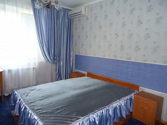 2-комнатная квартира посуточно в Луцке. ул. Кравчука, 26. Фото 1