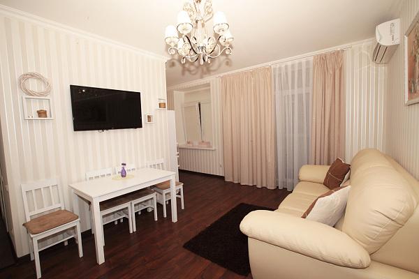 2-комнатная квартира посуточно в Днепре. Бабушкинский район, ул. Владимира Мономаха, 8. Фото 1