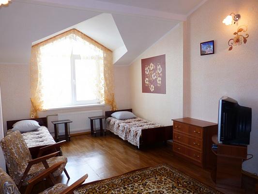 3-комнатная квартира посуточно в Евпатории. ул. Кирова, 32. Фото 1