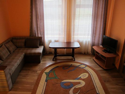 3-комнатная квартира посуточно в Львове. Галицкий район, ул. Ужгородская, 8. Фото 1
