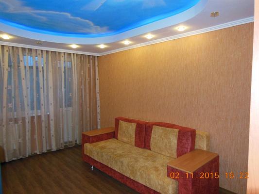 2-комнатная квартира посуточно в Комсомольске. ул. Горняков, 19. Фото 1