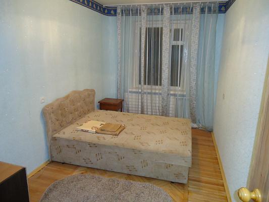 2-комнатная квартира посуточно в Киеве. Днепровский район, ул.Челябинская, д.7. Фото 1