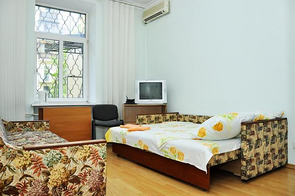 1-комнатная квартира посуточно в Киеве. ул. Саксаганского, 25а. Фото 1