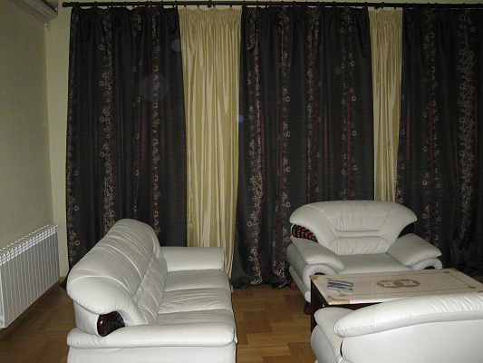 3-комнатная квартира посуточно в Севастополе. Ленинский район, ул. Ленина, 16. Фото 1