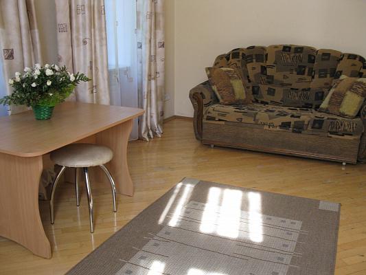 2-комнатная квартира посуточно в Львове. Галицкий район, ул. Дорошенко, 64. Фото 1