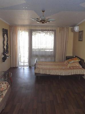 2-комнатная квартира посуточно в Алуште. ул. 50 лет Октября, 10. Фото 1