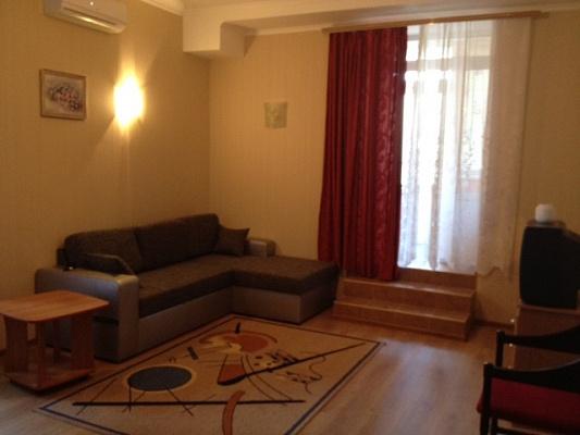 1-комнатная квартира посуточно в Ильичёвске. ул. 1 Мая, 1Г. Фото 1