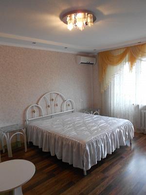 1-комнатная квартира посуточно в Житомире. ул. Леси Украинки, 48. Фото 1