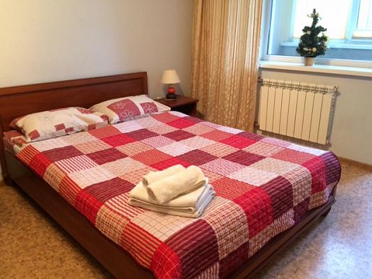 1-комнатная квартира посуточно в Киеве. Дарницкий район, пр-т Бажана, 9а. Фото 1