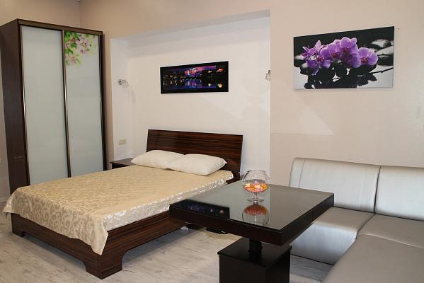 1-комнатная квартира посуточно в Одессе. Малиновский район, Дальницкая, 3. Фото 1