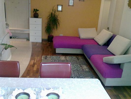 3-комнатная квартира посуточно в Киеве. Подольский район, ул. Оболонская, 41. Фото 1