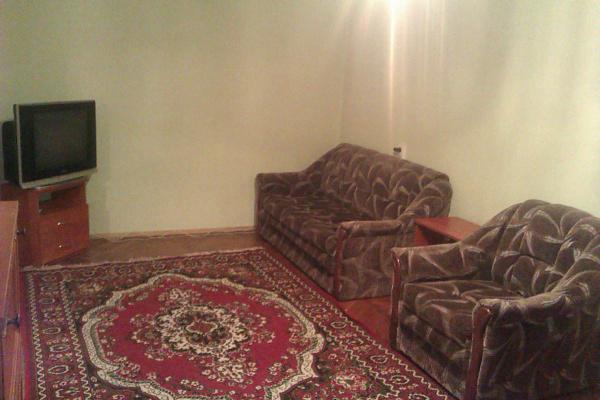 2-комнатная квартира посуточно в Киеве. Святошинский район, Академика Туполева, 11. Фото 1