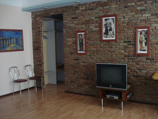 3-комнатная квартира посуточно в Керчи. ул. Свердлова, 44. Фото 1