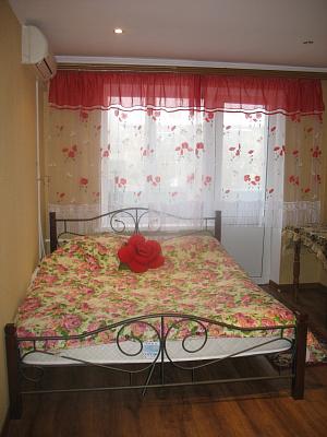 1-комнатная квартира посуточно в Киеве. Соломенский район, Михаила Донца, 17. Фото 1