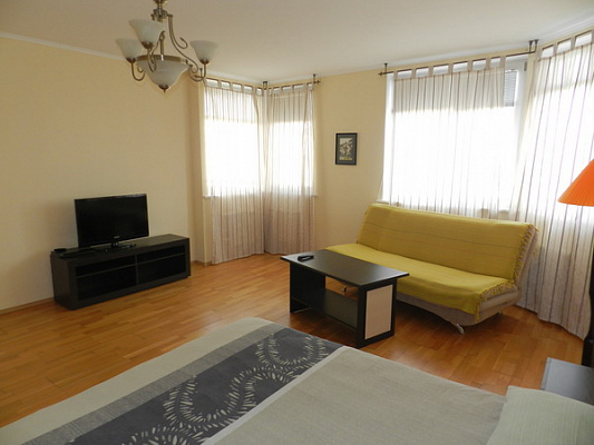 1-комнатная квартира посуточно в Феодосии. бульвар Адмиральский, 7 е. Фото 1