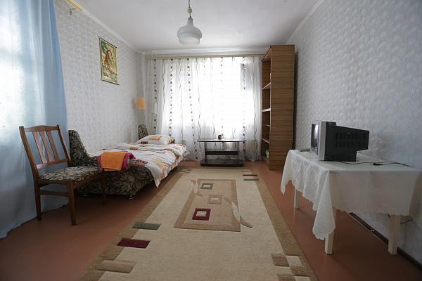 1-комнатная квартира посуточно в Кузнецовске. мкрн Победы, 32б. Фото 1