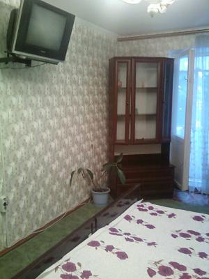 1-комнатная квартира посуточно в Симферополе. Киевский район, ул. Кирова, 82. Фото 1