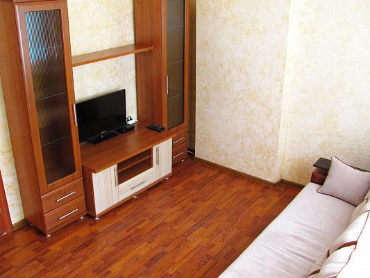 2-комнатная квартира посуточно в Луцке. ул.Гайдамацкая, 6. Фото 1