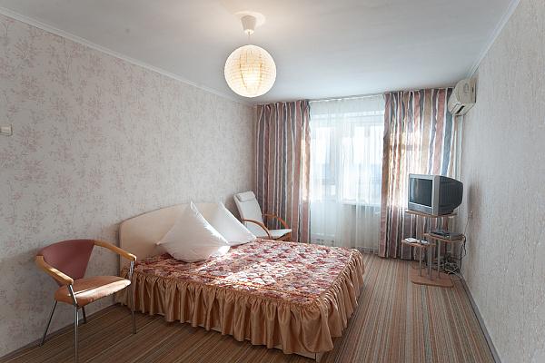1-комнатная квартира посуточно в Запорожье. Орджоникидзевский район, ул. Дунайская, 35. Фото 1
