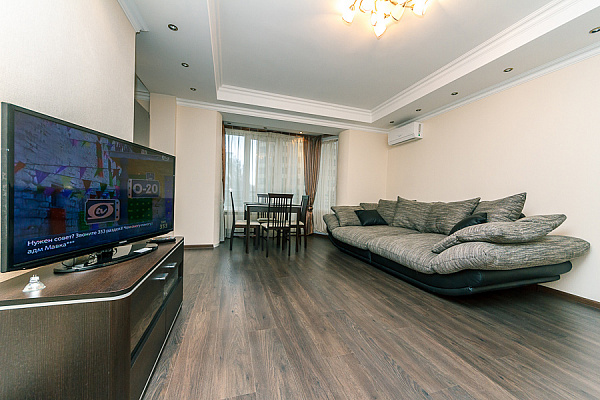 3-комнатная квартира посуточно в Киеве. Печерский район, б-р Леси Украинки, 14. Фото 1