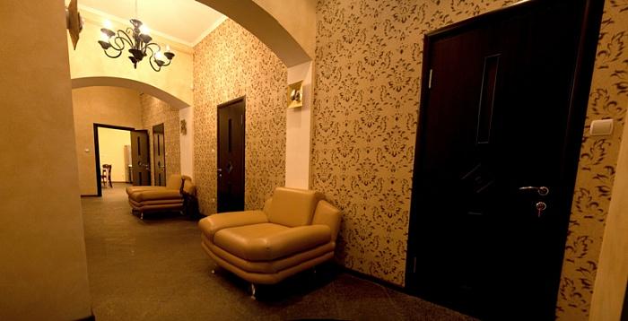4-комнатная квартира посуточно в Львове. Галицкий район, пл. Ринок, 38. Фото 1