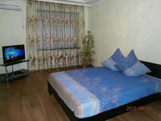 1-комнатная квартира посуточно в Луцке. ул. Ивана Франко, 44в. Фото 1