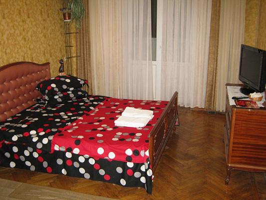 2-комнатная квартира посуточно в Николаеве. Центральный район, пр-т Центральный, 69. Фото 1