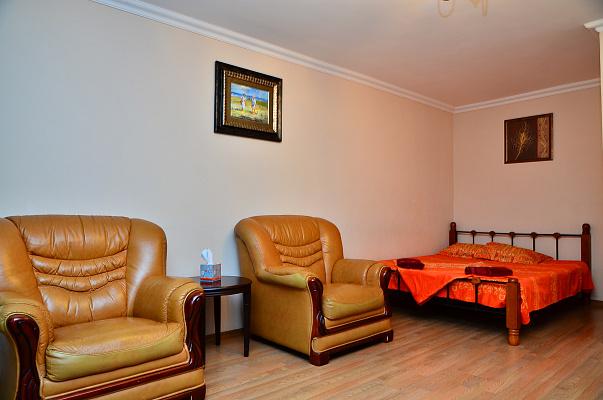 1-комнатная квартира посуточно в Киеве. ул. Шелковичная, 48. Фото 1