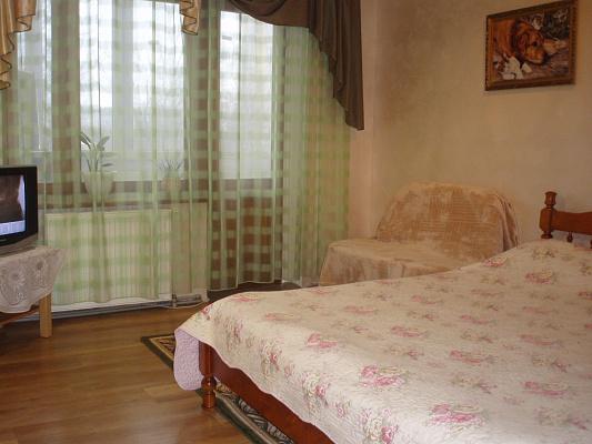 2-комнатная квартира посуточно в Ивано-Франковске. ул. Хоткевича, 54. Фото 1