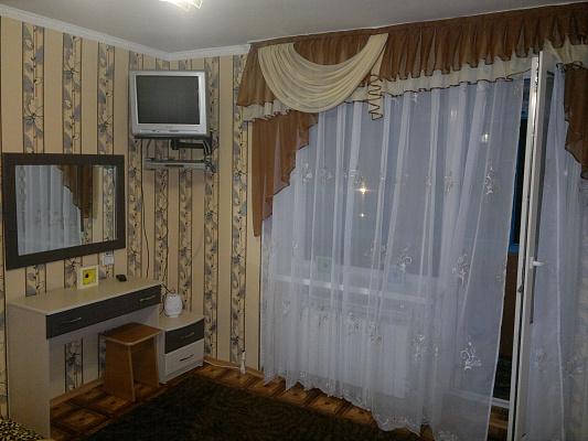 1-комнатная квартира посуточно в Хмельнике. ул. Монастырская (Кирова), 1. Фото 1