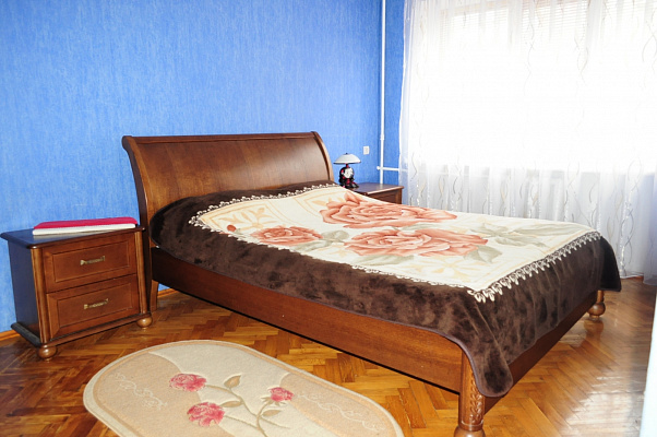 2-комнатная квартира посуточно в Ровно. ул. Чорновола, 18. Фото 1
