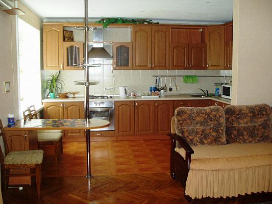 3-комнатная квартира посуточно в Киеве. Соломенский район, ул. Преображенская, 26. Фото 1