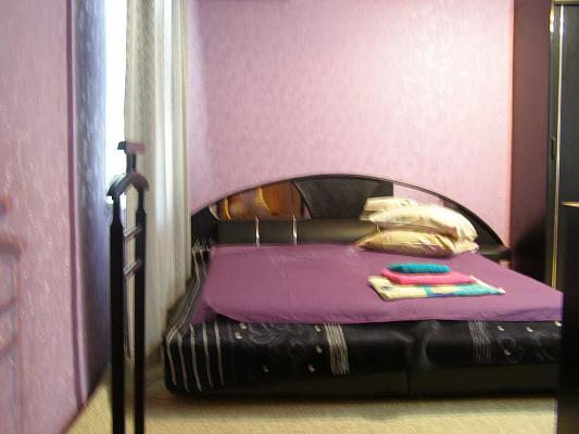 3-комнатная квартира посуточно в Южноукраинске. ул. Дружбы народов, 14. Фото 1
