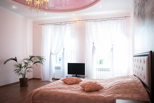 3-комнатная квартира посуточно в Львове. Галицкий район, вул. Мстислава Удатного, 5. Фото 1