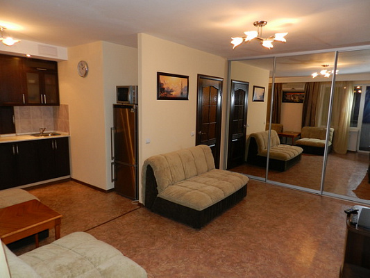 1-комнатная квартира посуточно в Феодосии. ул. Украинская, 16. Фото 1