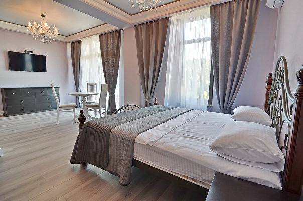 Мини-отель  посуточно в Алуште. ул. Слуцкого, 10. Фото 1