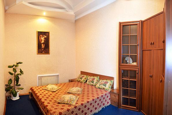 2-комнатная квартира посуточно в Донецке. Ворошиловский район, Красноармейская, 9. Фото 1