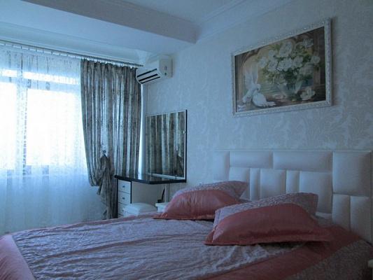 3-комнатная квартира посуточно в Алуште. ул. Набережная, 10. Фото 1