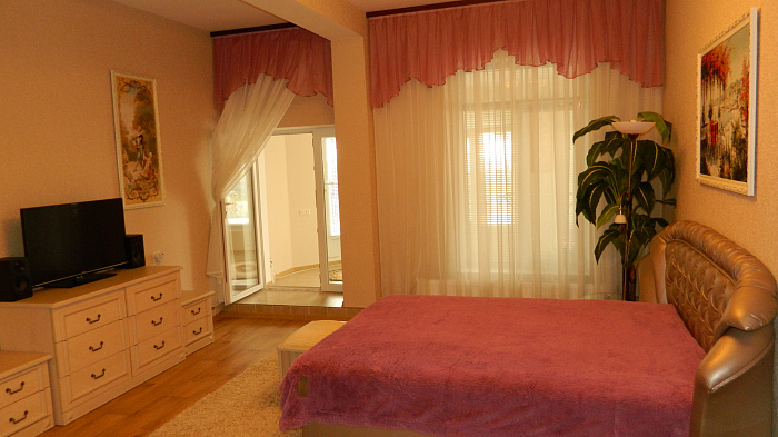 3-комнатная квартира посуточно в Керчи. ул. Айвазовского, 25. Фото 1