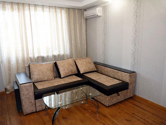 2-комнатная квартира посуточно в Севастополе. Гагаринский район, пр. Гагарина, 17б. Фото 1