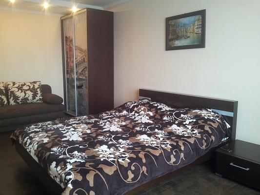 1-комнатная квартира посуточно в Мариуполе. Центральный район, пр-т Металлургов, 37. Фото 1
