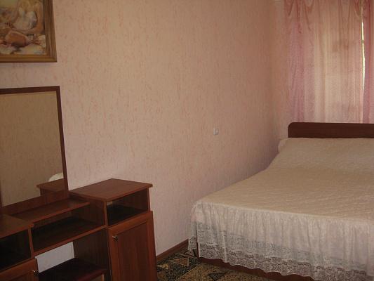 2-комнатная квартира посуточно в Херсоне. Суворовский район, ул. Маяковского, 8. Фото 1