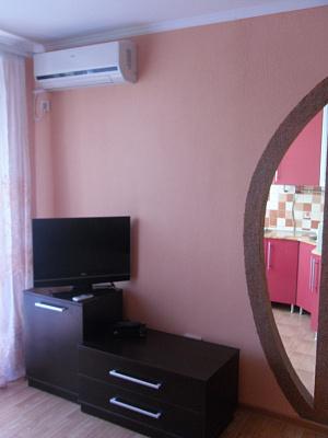 1-комнатная квартира посуточно в Ровно. ул. Замковая, 10а. Фото 1