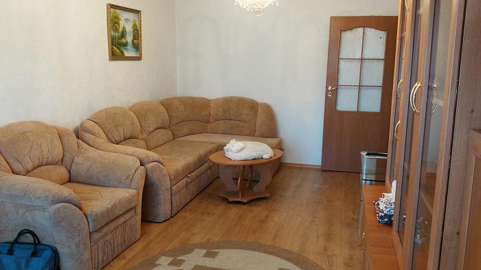 2-комнатная квартира посуточно в Симферополе. Киевский район, ул. Воровского, 65. Фото 1