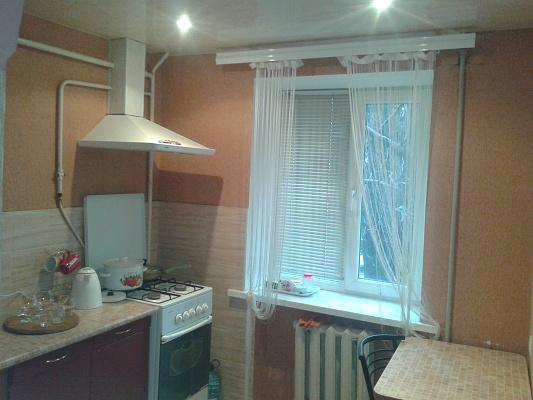 1-комнатная квартира посуточно в Днепродзержинске. пр-т Ленина, 76. Фото 1