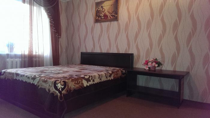 1-комнатная квартира посуточно в Ровно. ул. Саламеи Крушельницкой, 77. Фото 1